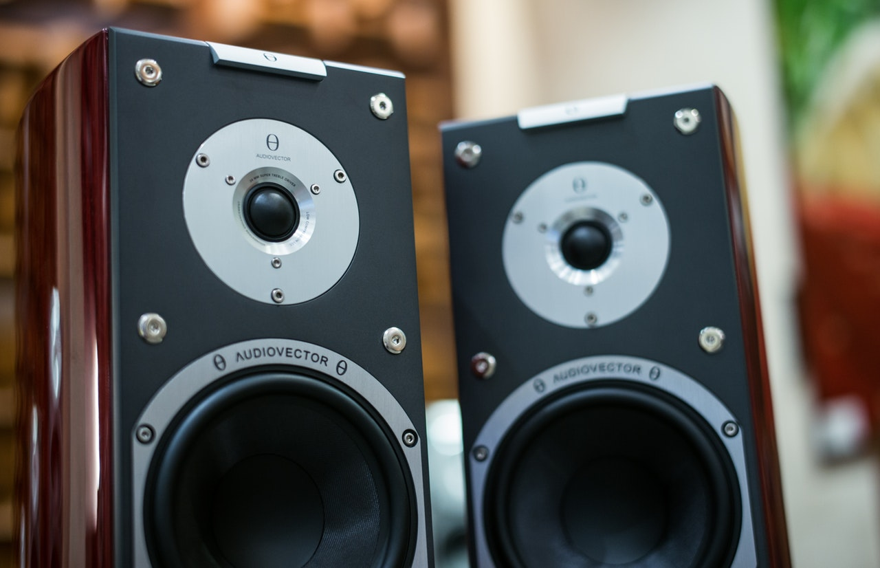 How To Choose The Right Speakers: A Guide